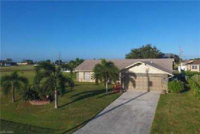 1728 NW 9th PL Cape Coral Four BR, Wowza! Builder custom home