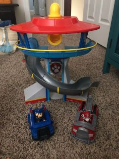 Paw Patrol lookout tower and vehicles