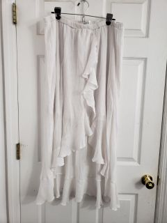 Cute Long White Skirt Size 3X. Excellent Condition