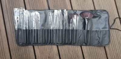 Never used set of 18 makeup brushes