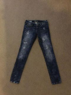 EC. Juniors size 5. Very cool distressed jeans. Loved them but they re slightly too short.