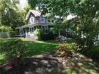 Real Estate Rental - Three BR, One BA Cottage - Waterview