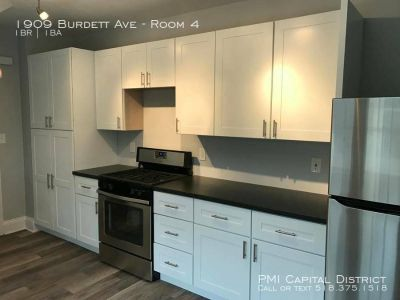 Rooms For Rent in Beautifully Remodeled 4 Bdrm House -3 Doors from RPI