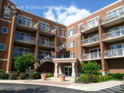 ***2BDRM / 2BTH / TENANT PAYS ELECTRIC ONLY / WALK TO TRAIN / HEATED GARAGE / W&D IN UNIT/ HEAT INCL***