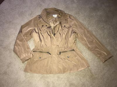 Womens xl lightweight jacket- would be cute as a rain coat- can fit a large too