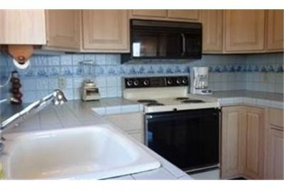 Beautiful 3 bedroom, 2 bathroom, Waterfront On Li Sound. Parking Available!