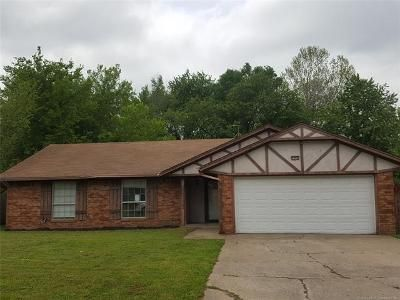 3 Bed 2 Bath Foreclosure Property in Broken Arrow, OK 74014 - S 211th East Ave