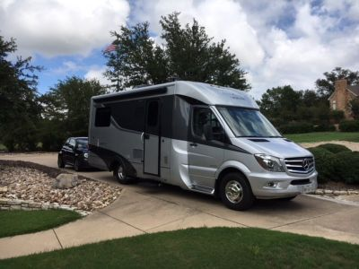 2017 Leisure Travel Unity Twin Bed w/tow car.