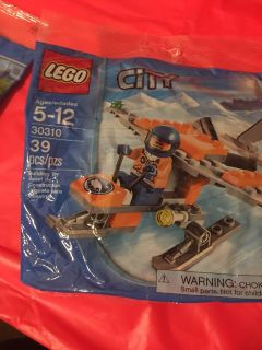 LEGO City Bundle set. New in packaging w/free base plate $14