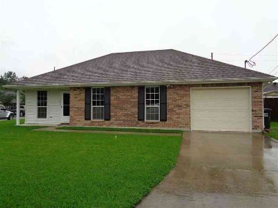 5755 S Shadowbend Circle Lumberton Three BR, Well-maintained home