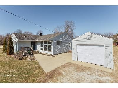 3 Bed 1 Bath Foreclosure Property in Shelbyville, IN 46176 - W Bassett Rd