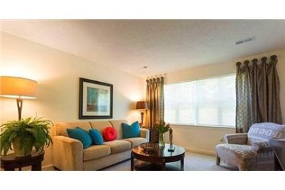 2 bedrooms Apartment - Enjoy spacious walk-in closets. Parking Available!