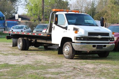 2004 GMC C5500 Flatbed (White)