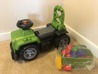 Mega Blocks Jeep vehicle with sounds and extras blocks and pieces