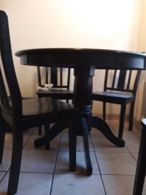 Black Laquor Solid Oak Wood round table 6 month used. No scrather