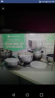 Mixing bowl set with colander
