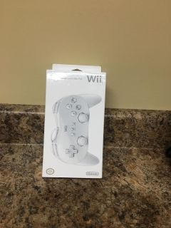BNWOT Official Nintendo Wii Classic Controller Pro