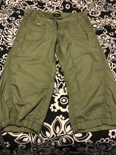 Women s Express size 6 capris. Great condition. $3