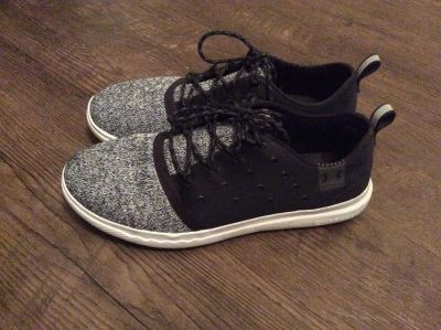Womens size 11 under Armour shoes