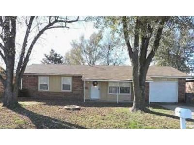 3 Bed 1.5 Bath Foreclosure Property in Wagoner, OK 74467 - S Grant Ave