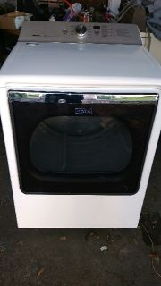 2017 Maytag large capacity dryer fits King size comforter