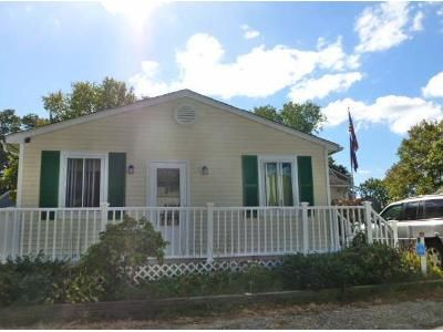 4 Bed 1 Bath Foreclosure Property in Warwick, RI 02888 - 4th Ave
