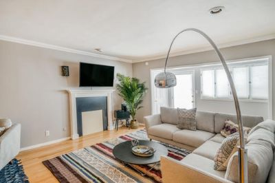 $6720 2 apartment in West Los Angeles