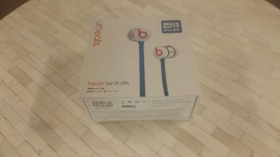 BRAND NEW SEALED Beats by dre WIRED Hello Kitty ear buds earphones