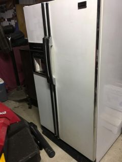 Free: Maytag fridge from the early 1990s