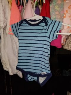 0-3 months. Lots of other boys clothes