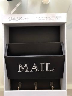 Mail organizer with hooks