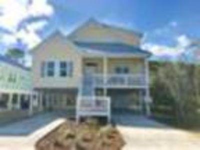 1227 Pinfish Ln, Carolina Beach, NC