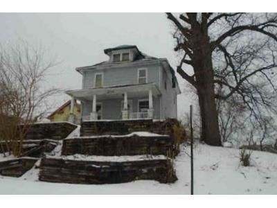 4 Bed 1.5 Bath Foreclosure Property in Silvis, IL 61282 - 13th St