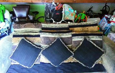 Nice sofa cushions - 9x total - All for $9