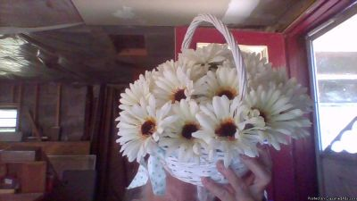 EDWARDS DAISY BRIDAL CARRYING BASKETS