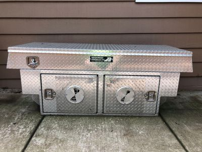 Aluminum toolbox with dog crate for full size pick up truck