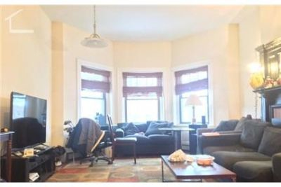 4 bedrooms Apartment - Central location with an easy access to public transportation. Parking Availa