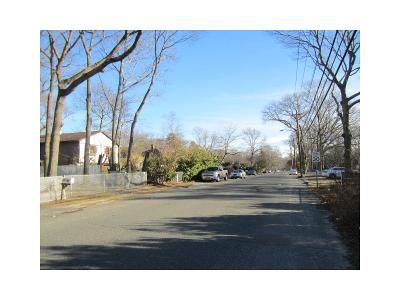 4 Bed 1 Bath Foreclosure Property in Shirley, NY 11967 - Auborn Ave