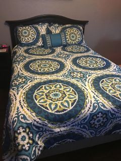 Queen comforter with 2 shams & decorative pillow