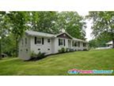 Beautiful Home in highly sought after LUTHER LAKE
