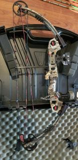 Buckmaster G2 Compound Bow and arrows