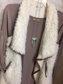 Feather paparazzi necklace