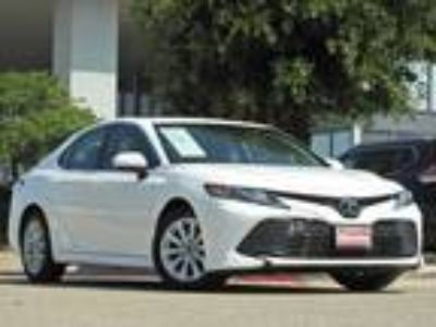 2018 Toyota Camry LE Alloy Wheels