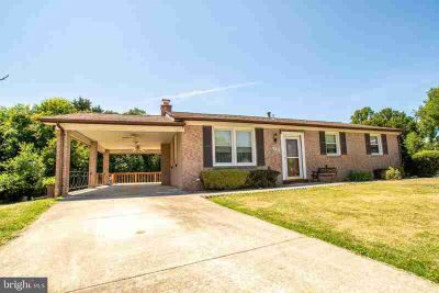 5733 Janice Ln TEMPLE HILLS Three BR, Maintained with love ..