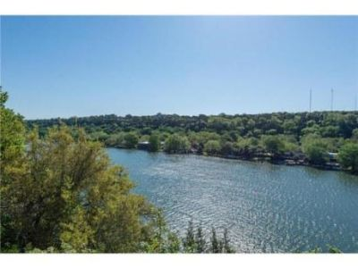 $570, 3br, Fantastic two story waterfront home w incredible views