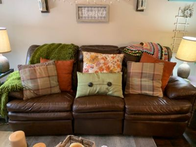 LEATHER COUCH & LOVESEAT FOR SALE