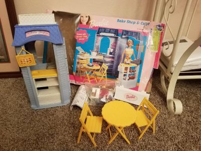 BARBIE BAKE SHOP & CAFE, WITH ACCESSORIES, EXCELLENT CONDITION, SMOKE FREE HOUSE