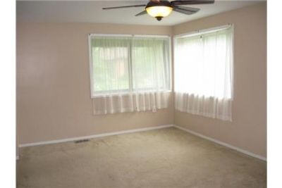 Eend of group town home convenient to all amenities.
