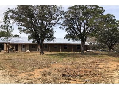 3 Bed 2 Bath Foreclosure Property in Pipe Creek, TX 78063 - Redbud Ln