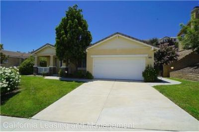 Santa Clarita 3 Bedroom Home in Valencia!